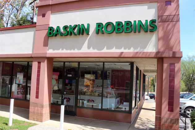 The+Baskin-Robbins+located+in+the+Lee-Highway+Shopping+Center+has+been+closed+since+the+beginning+of+the+month.+The+corporate+website+no+longer+lists+the+shop+and+Shopping+Center%E2%80%99s+lists+the+space+as+available.+However%2C+the+shop+appears+to+still+be+open.+Ice+cream+cones+are+still+on+display+and+cakes+are+still+in+the+freezer.+The+next+closest+Baskin-Robbins+in+Arlington+are+3100+on+Columbia+Pike+and+3520+on+Lee+Highway.