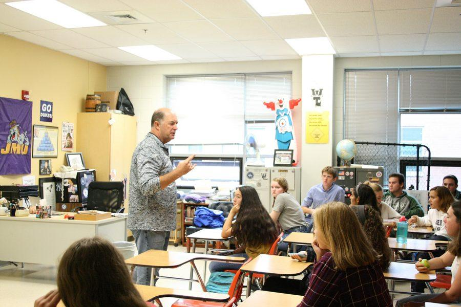 Mr.+Doug+Grove+gives+a+lecture+to+third+period+IB+Psych+students.+