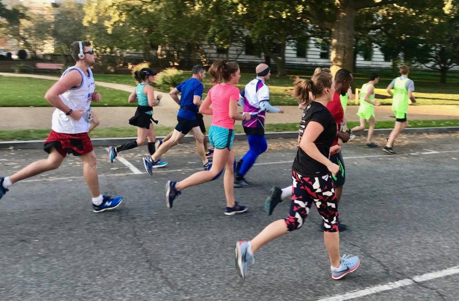 Runners around mile 2 of the 10k race.
