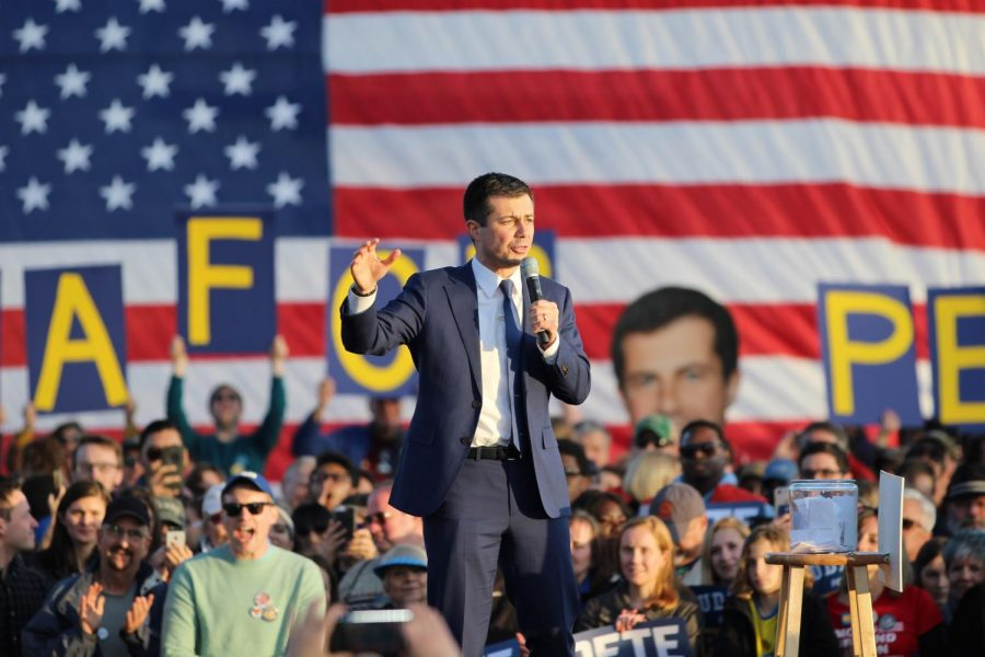 Pete+Buttigieg+speaks+at+a+rally+that+took+place+on+Washington-Liberty%27s+field.+The+rally+attracted+almost+8%2C000+people.