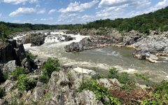 Great Falls Park includes views of the Potomac River's rapids. The trail is scenic and is by several parking lots.